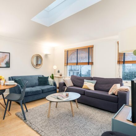 Rent this 2 bed apartment on London SW7 1BN