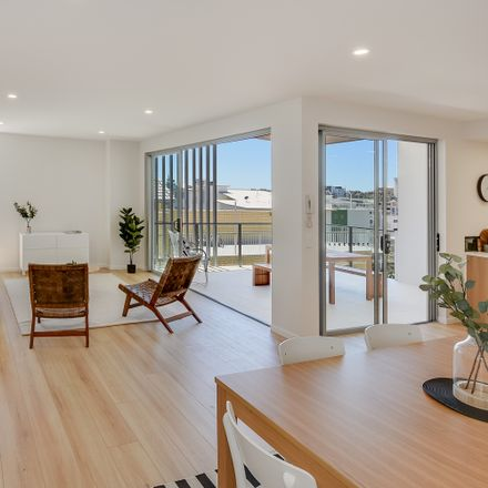 Rent this 3 bed apartment on 15/21-23 Mahia Terrace