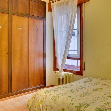 Rent this 3 bed room on Plaza de Miguel Salamero in 5, 50004 Zaragoza