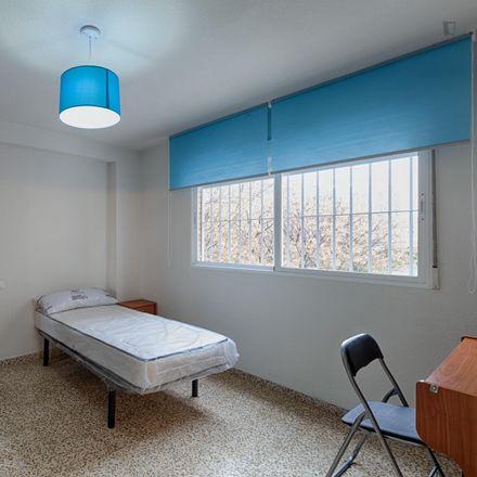 Rent this 4 bed room on Calle Periodista Antonio Joaquín Afán de Ribera in 18011 Granada, Spain