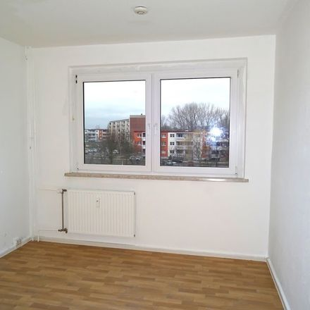 Rent this 3 bed apartment on Hanoier Straße 45 in 06132 Halle (Saale), Germany