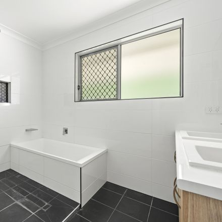 Rent this 3 bed house on 31 Loch Street