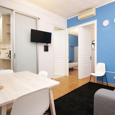 Rent this 3 bed room on Bodega Carol in Carrer d'Aragó, 558