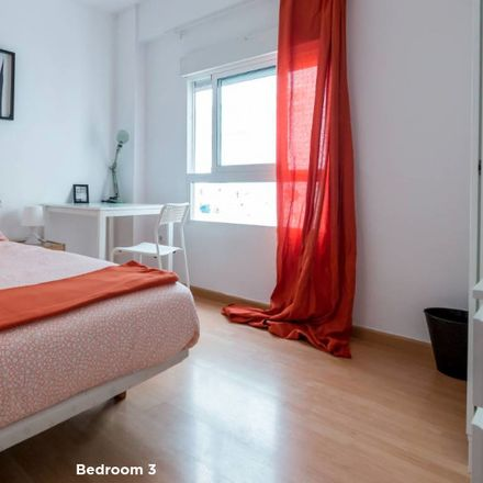 Rent this 3 bed room on Carrer de Calvo Acacio in 46017 València, Valencia