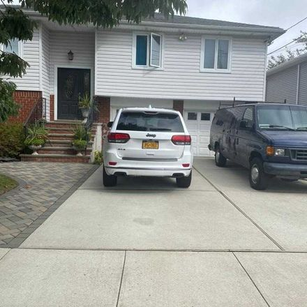 Rent this 5 bed house on 21 Kulenkampf Place in Valley Stream, NY 11581