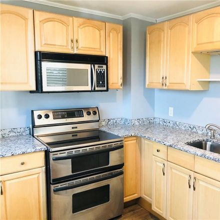 Rent this 3 bed townhouse on 52 Huntington Street in New London, CT 06320