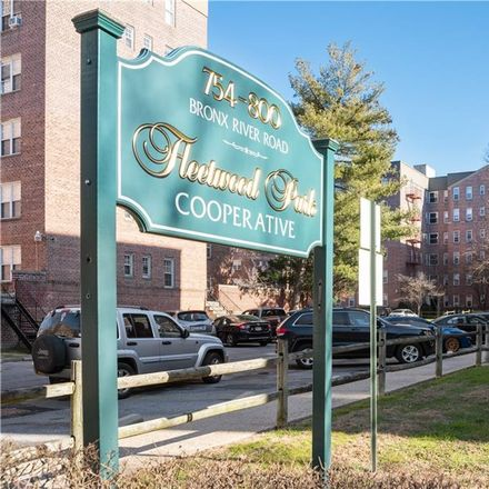 Rent this 2 bed condo on Bronx River Rd in Bronxville, NY