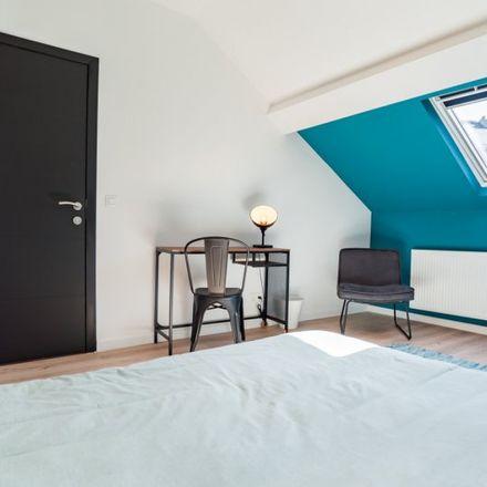 Rent this 7 bed apartment on Chaussée d'Ixelles - Elsense Steenweg 181 in 1050 Ixelles - Elsene, Belgium