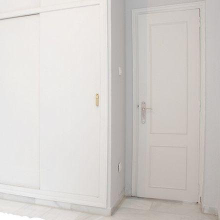 Rent this 3 bed room on 117 Avenida Esperanza de Triana in Avenida República Argentina, 41120 Seville