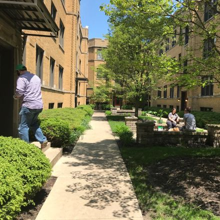 Rent this 1 bed condo on 1354-1362 West Estes Avenue in Chicago, IL 60645
