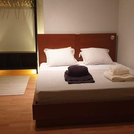 Rent this 4 bed room on Bombeiros Voluntários da Ajuda in Praça da Alegria 27-31, 1250-154 Santo António