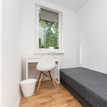 Rent this 5 bed room on Lwa Tołstoja 1 in 01-910 Warsaw, Poland