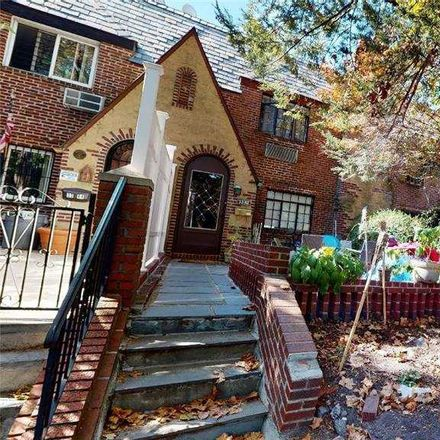 Rent this 3 bed townhouse on 70th St in Jackson Heights, NY