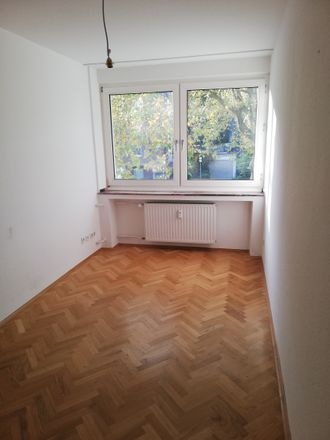 Rent this 4 bed apartment on Vennhauser Allee 187 in 40627 Dusseldorf, Germany