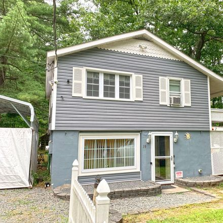 Rent this 3 bed house on Ski Rd in Hawley, PA