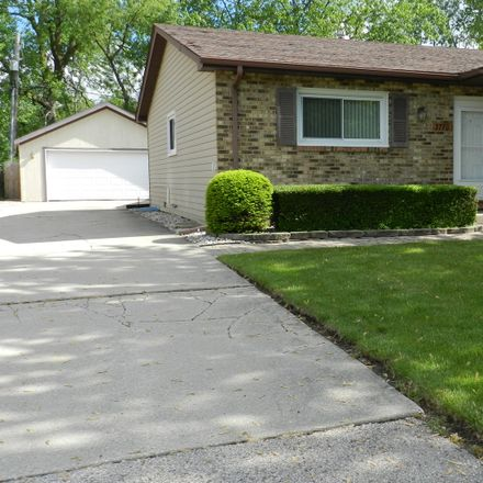 Rent this 3 bed townhouse on 3770 Johns Manville Avenue in Gurnee, IL 60031