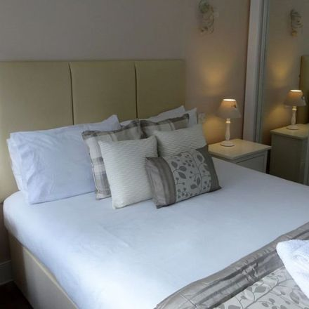 Rent this 2 bed apartment on 43 St Andrew's Square in Glasgow, G1 5PQ