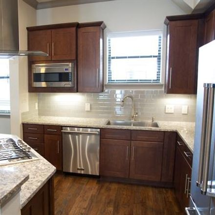 Rent this 3 bed condo on Ross Ave in Dallas, TX