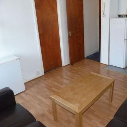 Rent this 3 bed apartment on Mr Tikka in 130 City Road, Cardiff CF24 3DR