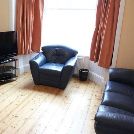 Rent this 4 bed house on Fletewood School in 88 North Road East, Plymouth PL4 6AN