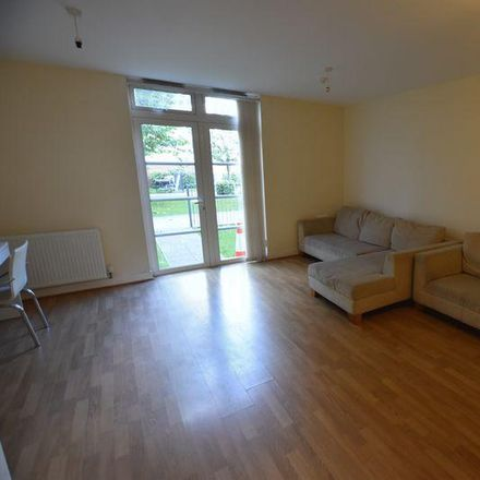 Rent this 5 bed house on Quainton Road in Leicester LE2 7AT, United Kingdom