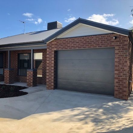 Rent this 3 bed townhouse on 3/121 Manners St