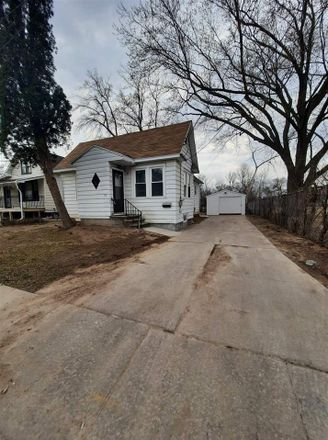 Rent this 2 bed house on 821 School Place in Green Bay, WI 54303