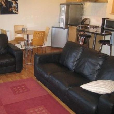Rent this 2 bed apartment on Liverpool Women's Hospital in Crown Street, Liverpool L7