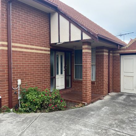 Rent this 2 bed townhouse on 3/39 Sun Crescent