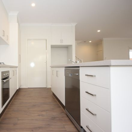 Rent this 3 bed townhouse on 2/77 Wantirna Road
