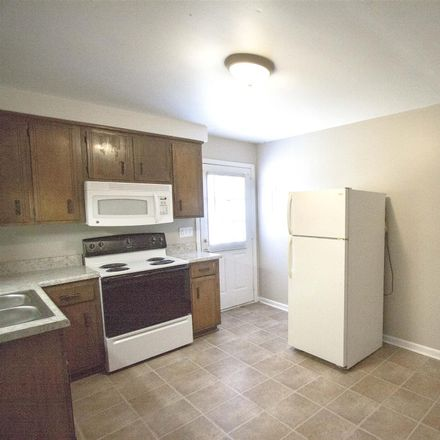 Rent this 2 bed apartment on 811 Golfview Pl in Clarksville, TN