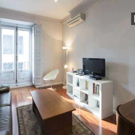 Rent this 1 bed apartment on Pouss in Calle de las Infantas, 19