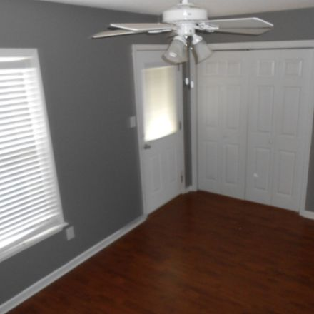 Rent this 2 bed townhouse on Somerset Dr in Warner Robins, GA
