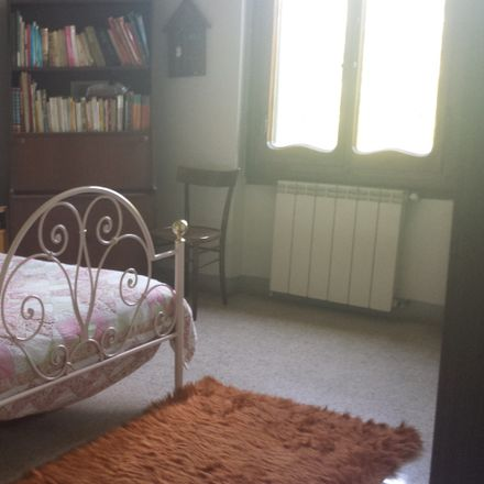 Rent this 3 bed room on Via dello Specchio in 13/2, 50145 Florence Florence