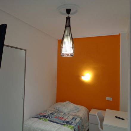 Rent this 3 bed room on Cruces Plaza in 48903 Barakaldo, Bizkaia
