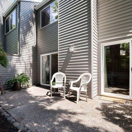 Rent this 3 bed condo on 41 Greenridge Court in Lake Oswego, OR 97035