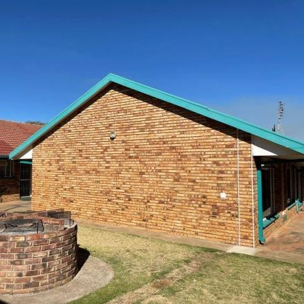 Rent this 2 bed apartment on Central Avenue in Dawkinsville, Klerksdorp