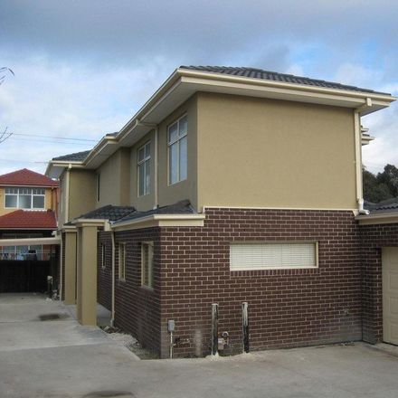Rent this 3 bed townhouse on 3/41 Burnewang Street