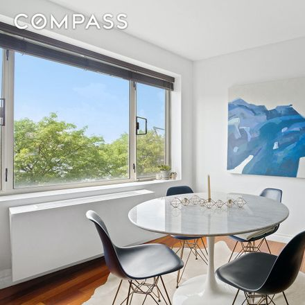 Rent this 2 bed condo on Vernon Boulevard in New York, NY 11102