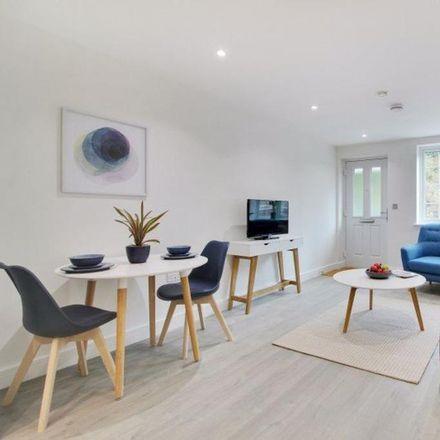 Rent this 2 bed apartment on Domino's Pizza in 119 St. John's Hill, Sevenoaks TN13 3PE