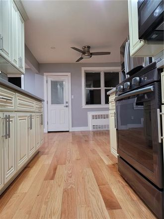 Rent this 3 bed townhouse on E 57th St in Brooklyn, NY