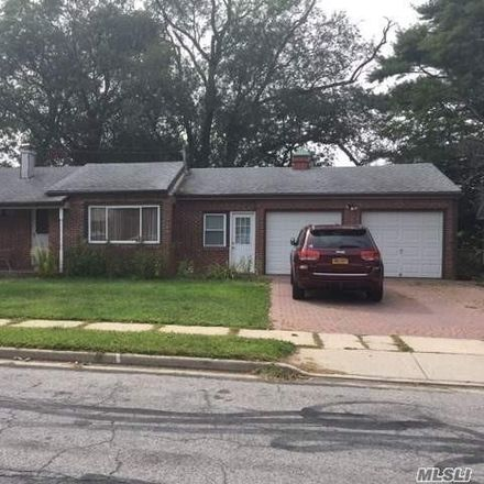 Rent this 3 bed house on 19 Carman Boulevard in East Massapequa, NY 11758