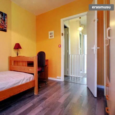 Rent this 3 bed room on 28 Rue Edouard Lalo in 59370 Mons-en-Barœul, France
