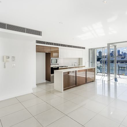 Rent this 3 bed apartment on 5 Towns Pl