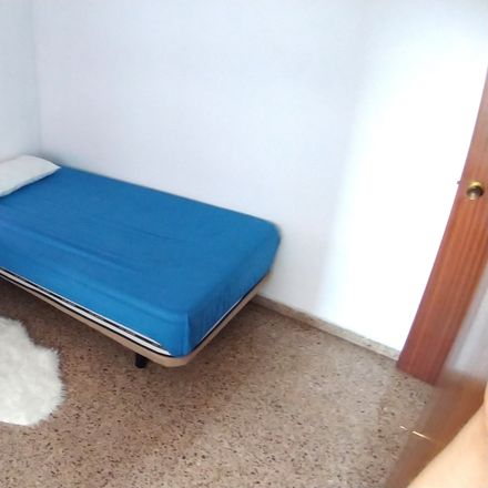 Rent this 5 bed room on Carrer del Submarí in 46009 Valencia, Spain