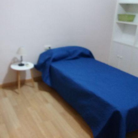 Rent this 4 bed room on Calle Duque de San German in 06001 Badajoz, España