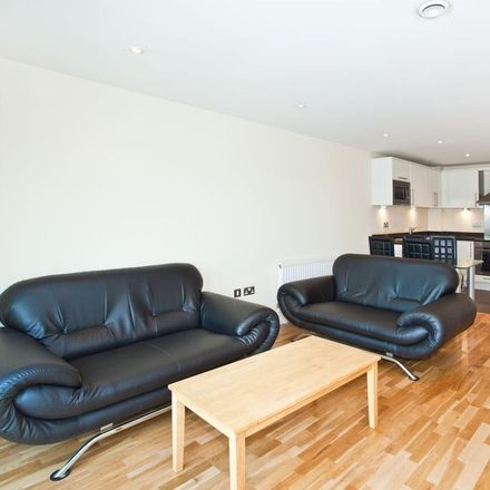 Rent this 2 bed apartment on London IG1 1YS