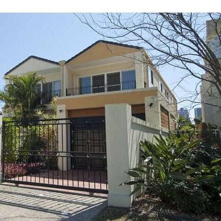 Rent this 3 bed townhouse on 2/59 Palm Avenue