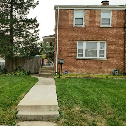 Rent this 3 bed townhouse on 232 Hyde Park Avenue in Bellwood, IL 60104