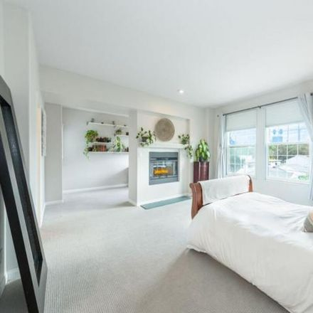 Rent this 3 bed condo on 10937 Landale Street in Los Angeles, CA 91602